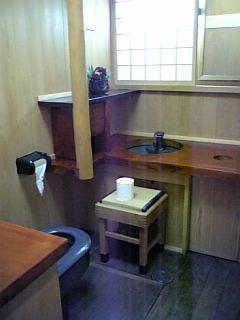 ヒノキのトイレ